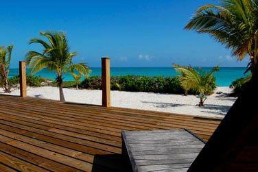 Votre spacieuse terrasse avec accès plage direct