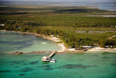 Situé sur l'île d'Andros, entre forêt et lagon...