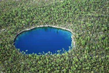 Les trous bleus, particularité de l'île