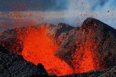 ...le Piton de la Fournaise et ses éruptions fréquentes