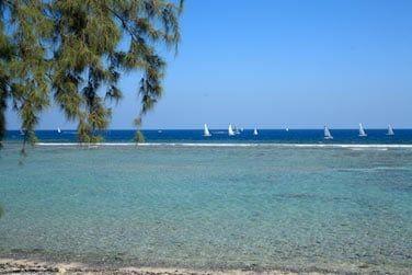 Sur la côté ouest, un lagon cristallin propice aux plaisirs balnéaires