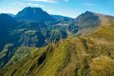 Des montagnes imposantes avec les 3 cirques de Salazie, Mafate et Cilaos