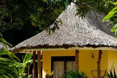 Des petits bungalows répartis dans les jardins