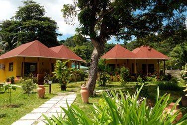 Séjournez à l'hôtel Les Lauriers, petite structure de charme à deux pas de la plage de Côte d'Or