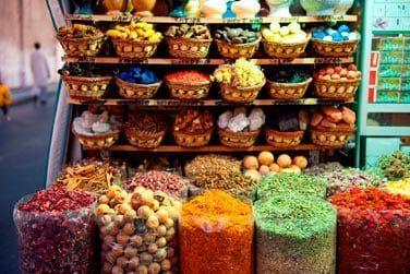 Le souk des épices, haut en couleurs