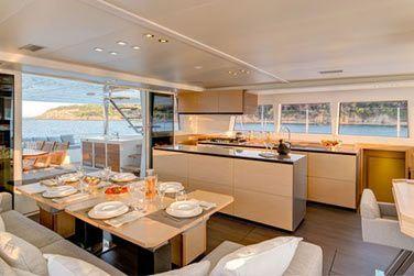 Un catamaran moderne et confortable