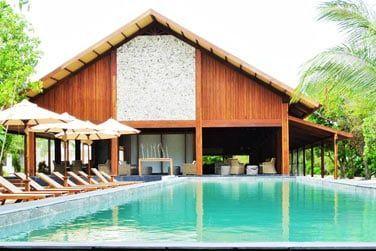 La piscine de l'hôtel, à deux pas de la plage