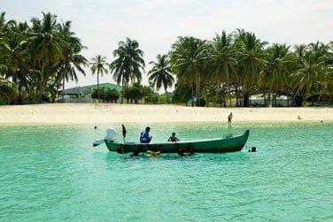 Partez explorer le petit village maldivien installé sur l'île et rencontrez les locaux