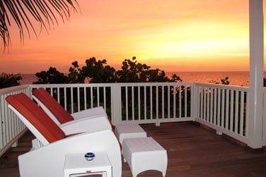Depuis votre balcon ou votre terrasse, eau turquoise et sable rose