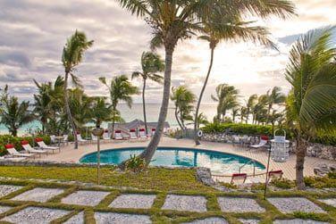 L'hôtel dispose d'une petite piscine pour une baignade entre deux bains de soleil