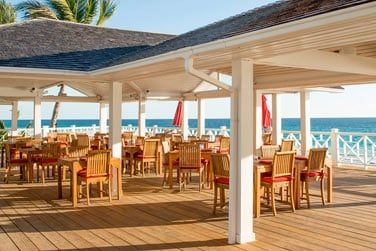 Le restaurant de plage met en avant les spécialités locales