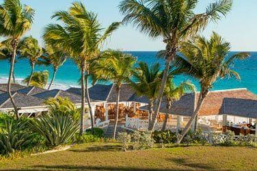 L'hôtel Coral Sands vous attend le long d'une superbe plage de sable rose