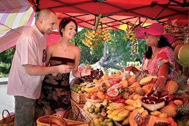 Le marché est l'occasion de découvrir les saveurs exotiques