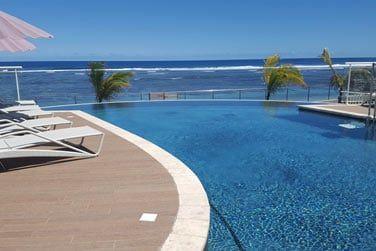 La piscine avec vue sur l'océan ...