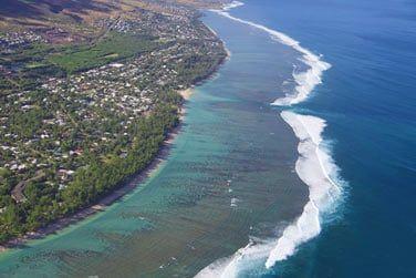 La côte ouest est bordée par un lagon aux eaux cristallines