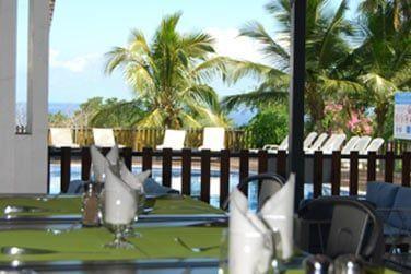 Le restaurant Combava vous attend en bord de piscine