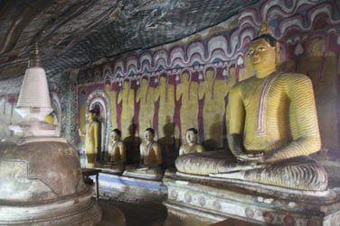 Ces grottes abritent de nombreuses statuts de buddha