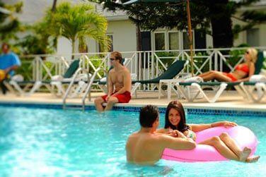 L'hôtel possède une piscine où vous pourrez vous détendre après une belle journée de visite