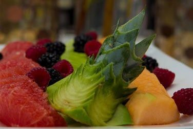 Vous aurez l'occasion de déguster de bons plats typiques et de belles assiettes de fruits frais !