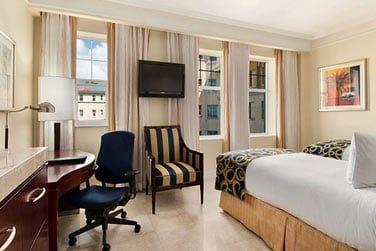 L'hôtel comprend 288 chambres et suites