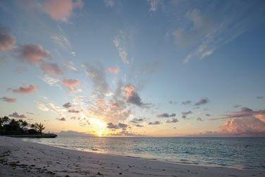 La plage de sable fin pour admirer le paysage