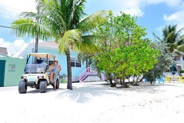 L'île se découvre aussi côté terre avec ses villages colorés