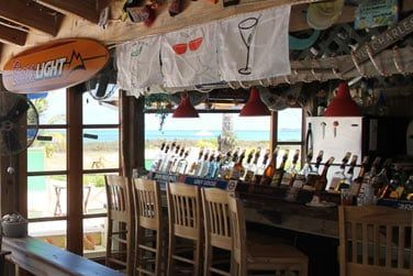 Venez vous détendre au Driftwood Bar
