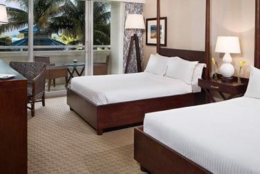 Les chambres Deluxe vous offrent une vue sur la piscine depuis votre patio et votre balcon privatif.