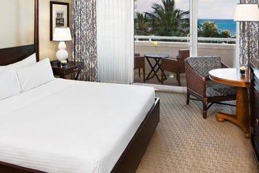 Vue sur la mer turquoise depuis votre chambre Premium...