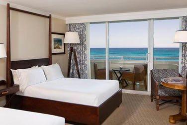 Admirez l'une des plus belles plages de Nassau depuis votre chambre The Level!