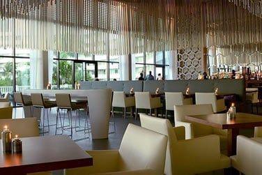 Le restaurant Estavida est un bar à tapas où vous pourrez déguster des goûts innovants et de délicieux cocktails.