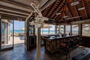 Un restaurant et un bar vous accueillent