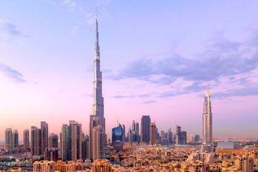 Le quartier moderne et la célèbre tour Burj Khalifa culminant à 828 mètres