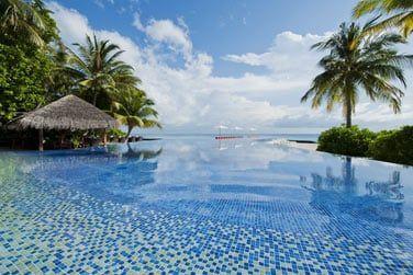 La piscine avec vue panoramique sur la mer