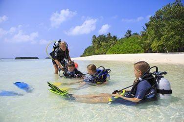 Sur place, 2 centres de plongée Rasdhoo Divers, agréés PADI 5*