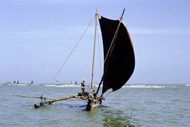 Vous apercevrez aussi les bateaux traditionnels qui peuplent les côtes