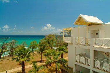 En contre bas de l'hôtel, accessible par un petit chemin se trouve la plage