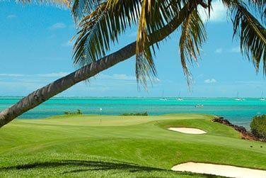 Un parcours de golf 18 trous situé en bordure d'océan