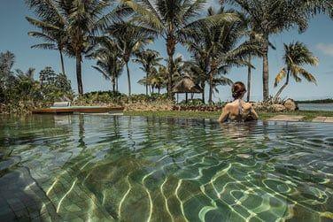 Profitez d'un pur moment de farniente dans la piscine...