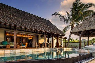 Une vaste terrasse avec piscine privée pour compléter ces vacances d'exception !