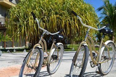 Explorez l'île lors d'une balade à vélo...