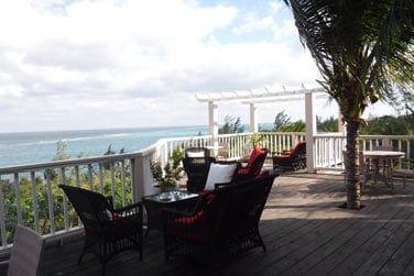 Profitez d'un verre en terrasse face à cette vue sur l'océan...