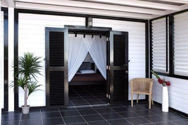 Au plus proche de la nature avec l'accès direct à la terrasse depuis l'une des chambres