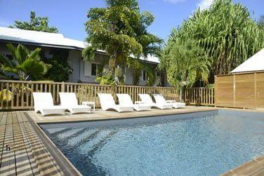 Détendez-vous dans cette piscine à 'l'ambiance 'zen'...