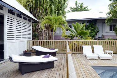Idéalement situé pour profiter de la piscine et des bains de soleil sur les transats confortables de votre terrasse