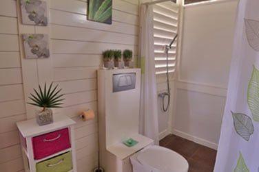La salle de bain au style simple et lumineux