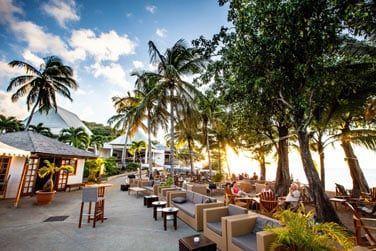 L'atmosphère conviviale au bar de la plage 'KAWANN'