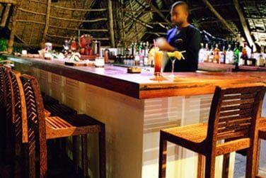 Le bar principal où vous pourrez siroter de délicieux cocktails exotiques