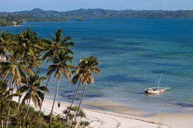 Situé au Sud-Ouest de l'île Pemba, le long d'une superbe plage...