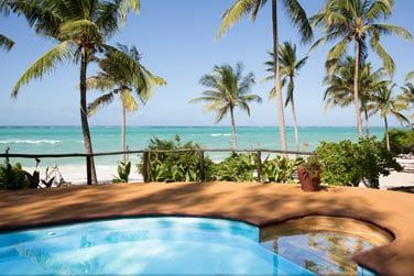 La piscine de l'hôtel, face à la mer